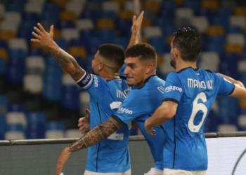 Наполи запази 100-процентовия си актив в италианския футболен елит